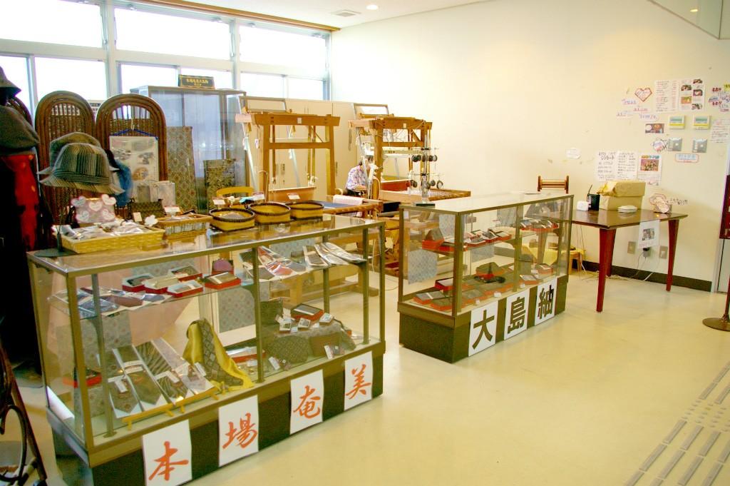 本場奄美大島紬の販売スペース