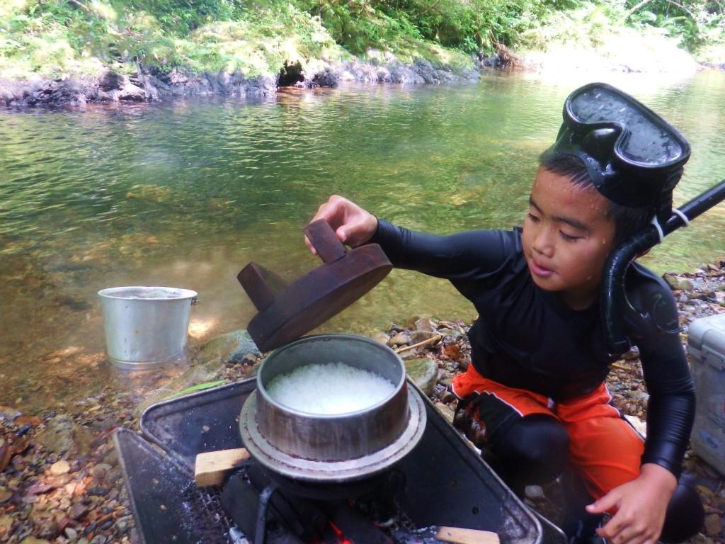 奄美「チルチルCafe」の野遊びツアーお釜で炊くご飯