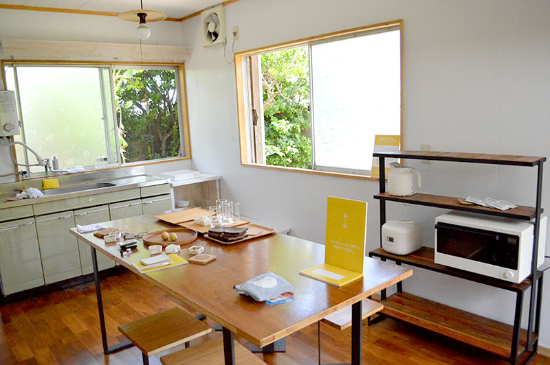 奄美伝泊「港と夕陽の見える宿」キッチン
