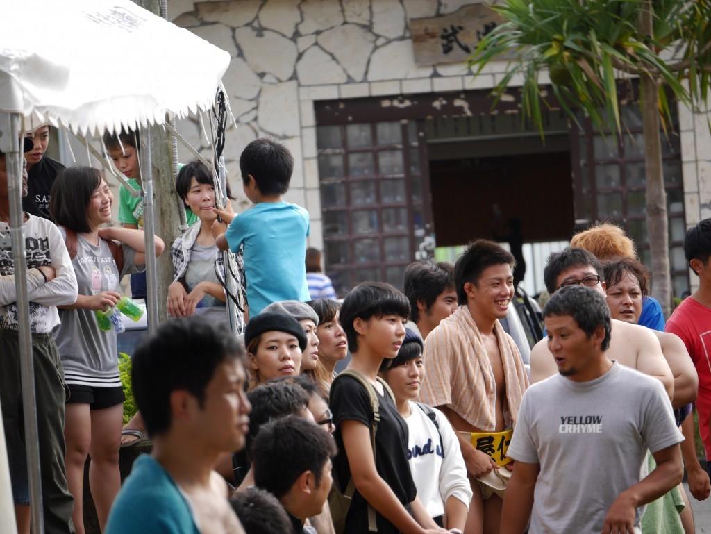奄美市笠利町招魂祭相撲大会の取組