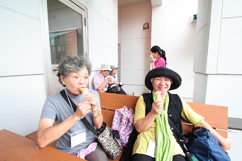 奄美大和村サンセットバスツアーおばちゃんたち