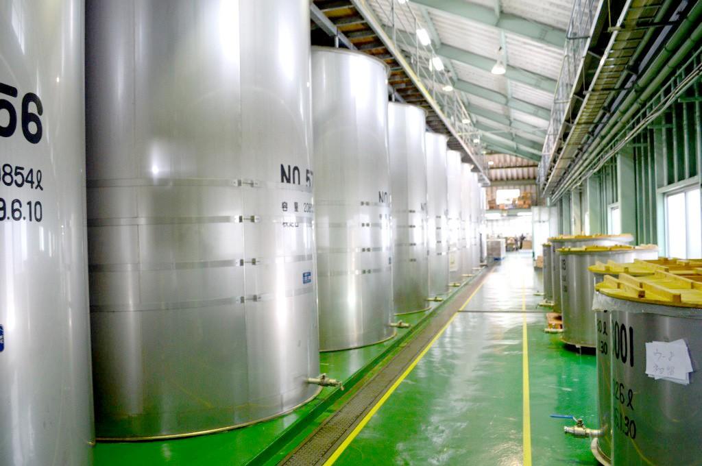 奄美大島開運酒造:黒糖焼酎のタンク