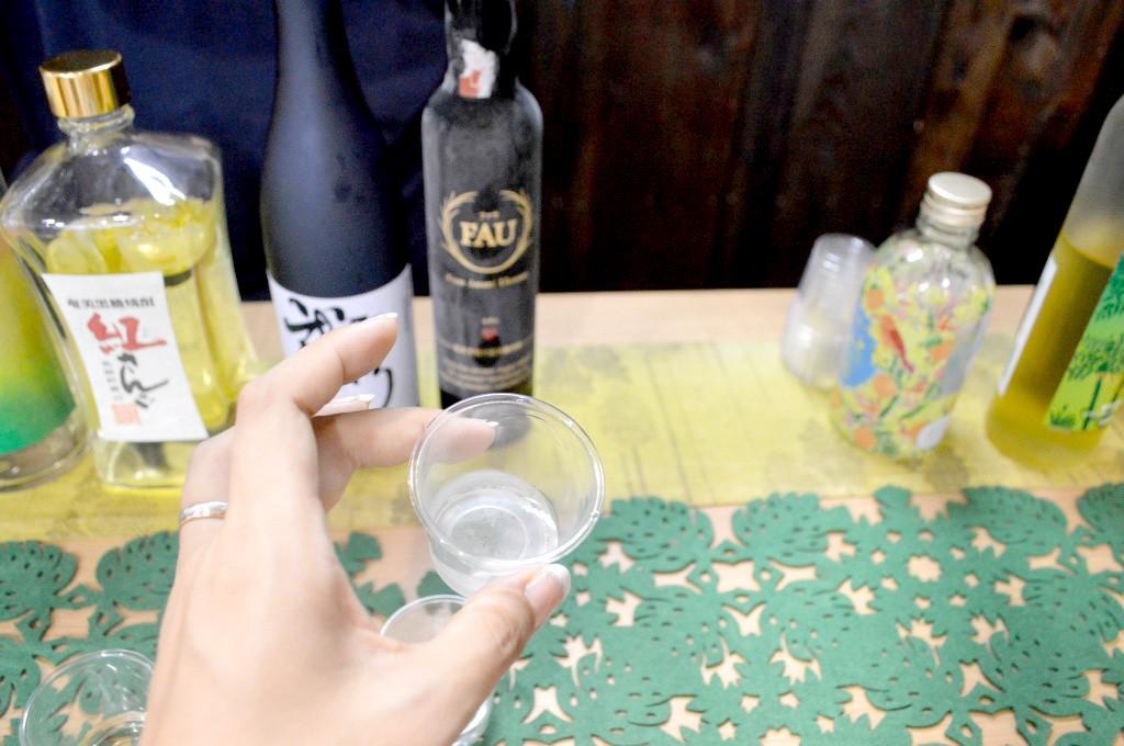 奄美大島開運酒造:黒糖焼酎の試飲コーナー