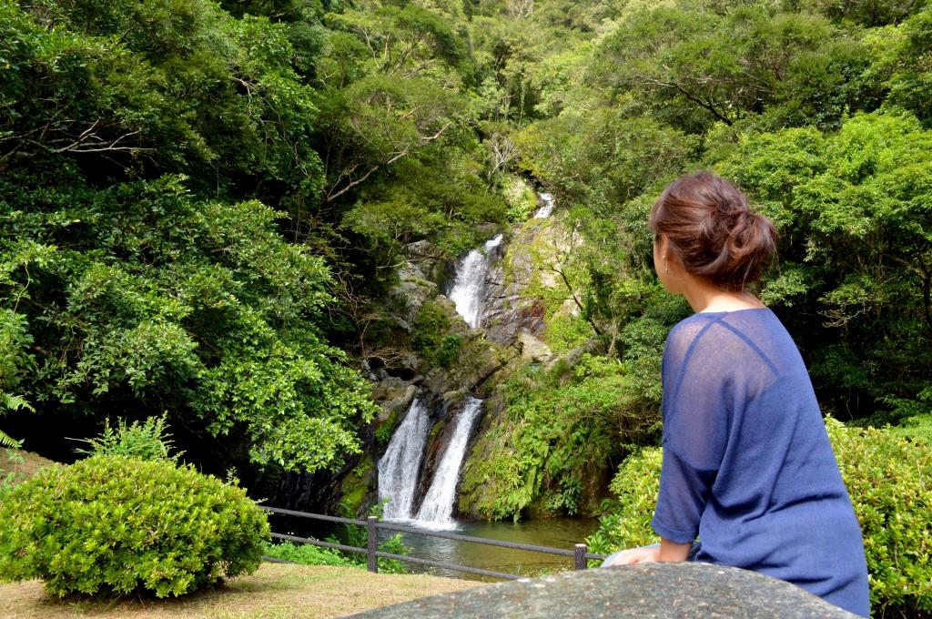 宇検村湯湾:アランガチの滝にあるテーブルとイス