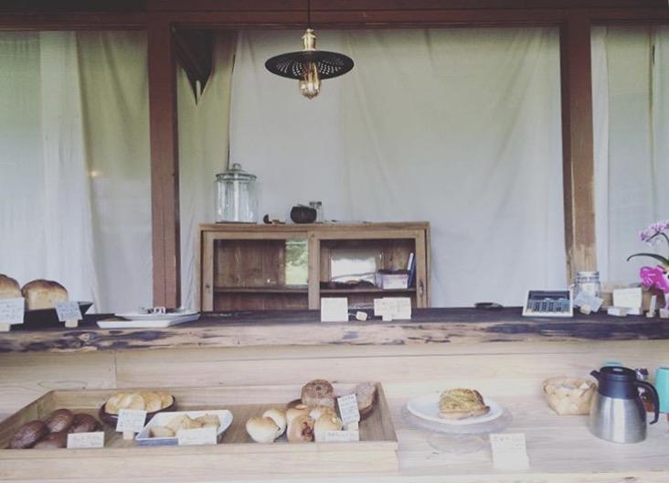 奄美のパン屋:ドーネ・パン店内