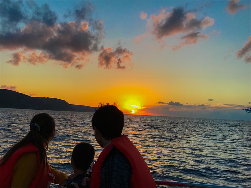 奄美ネイティブシー家族で見る夕日