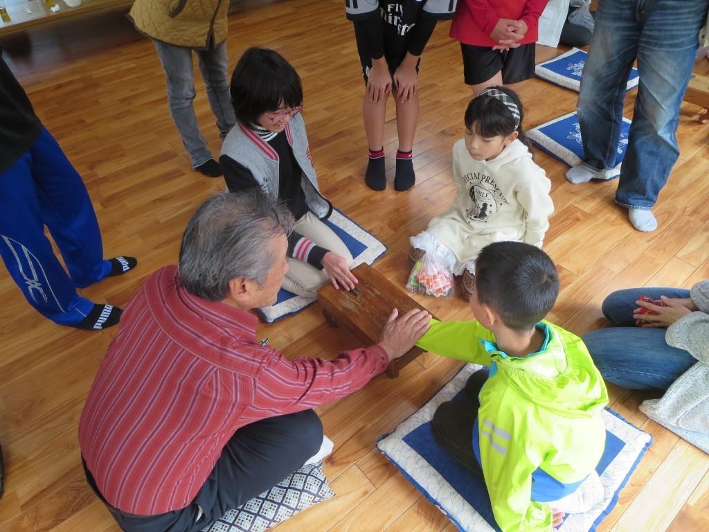 奄美の伝統遊び、ナンコを教わる