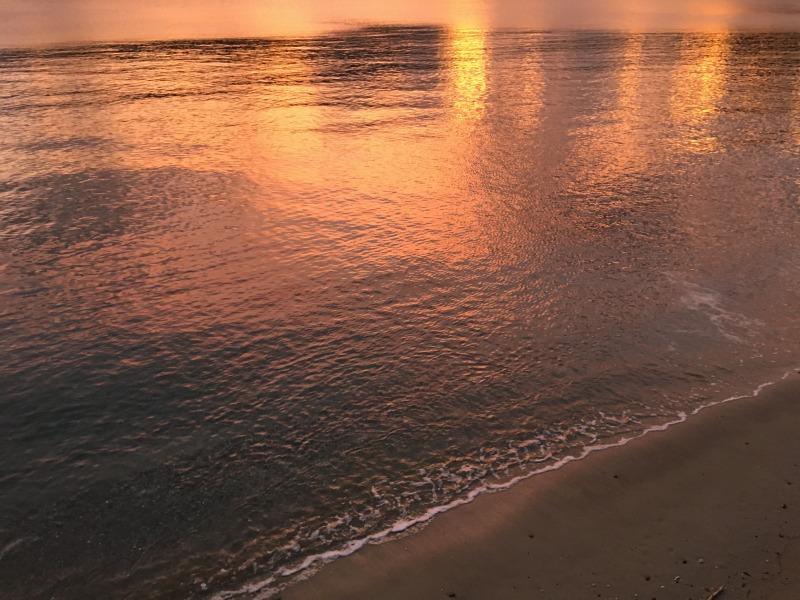 夕方、ピンクに染まる海(加計呂麻島諸鈍)