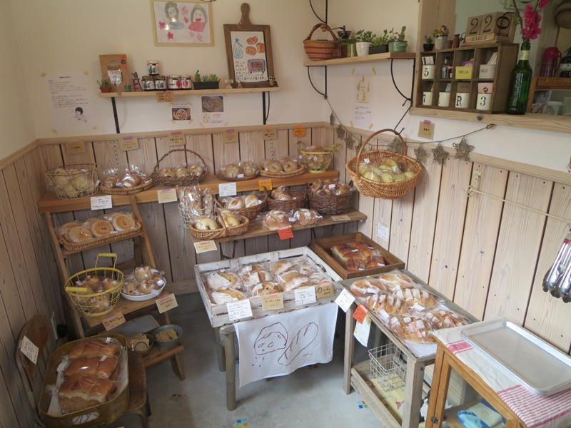 奄美のパン屋:KONERU店内