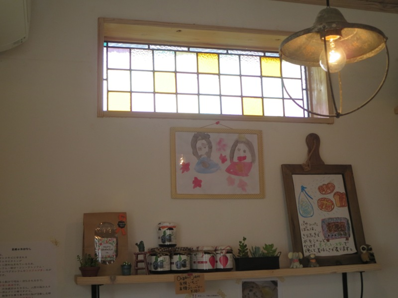 奄美のパン屋:KONERUの店内