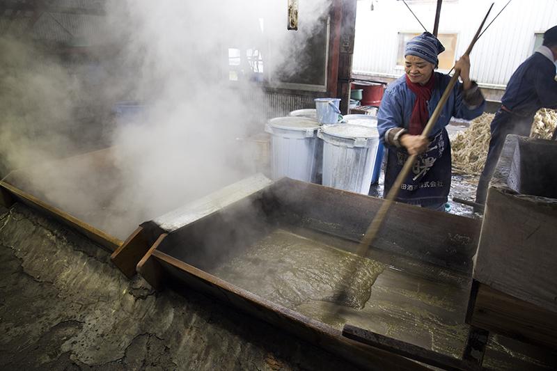 水間製糖工場:黒糖製造の様子