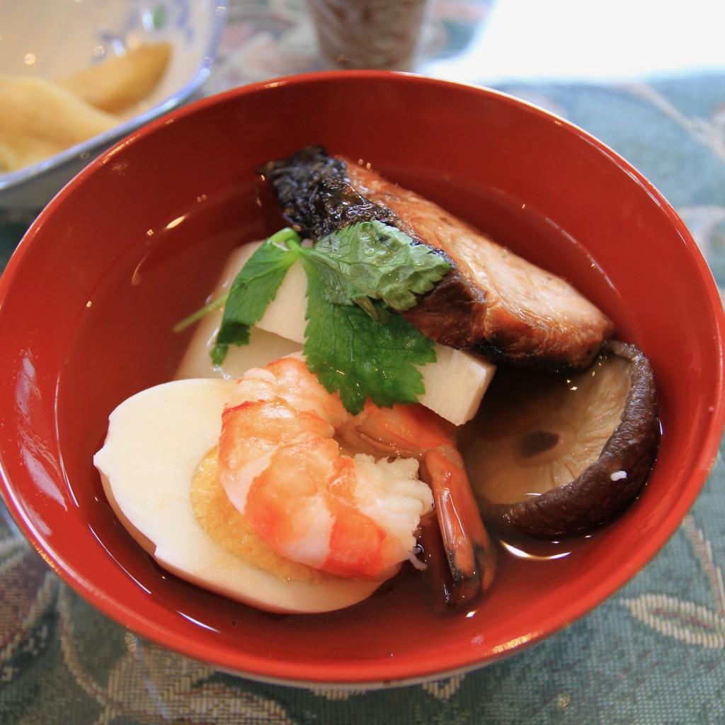奄美の正月料理のお吸い物