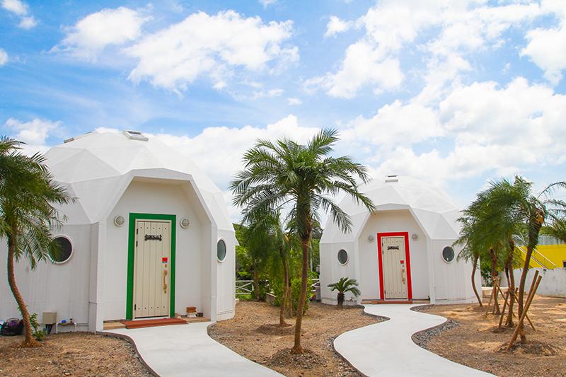 真っ白なドーム型のホテル