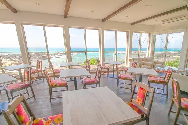 海岸線が一望できるカフェ