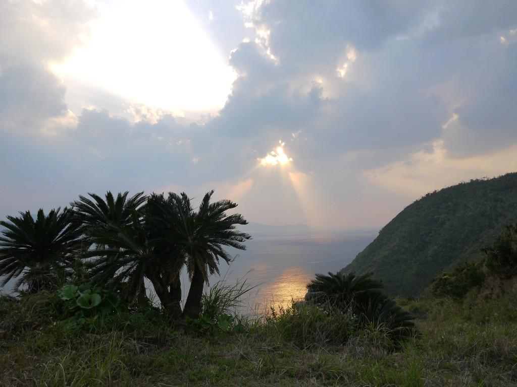 ガンバロウ丘から望む海