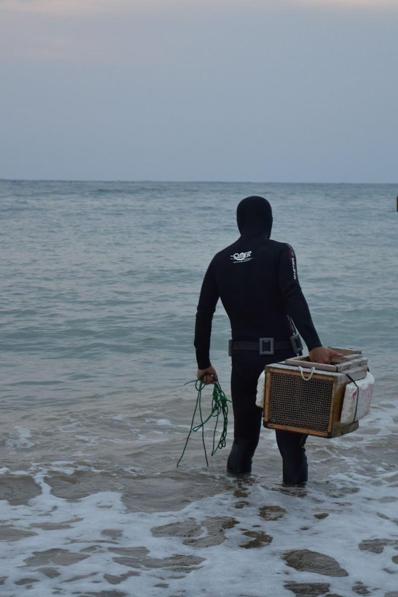 素潜り漁の男性