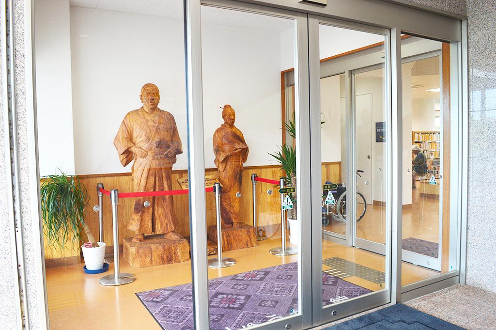 木彫りの西郷と愛加那