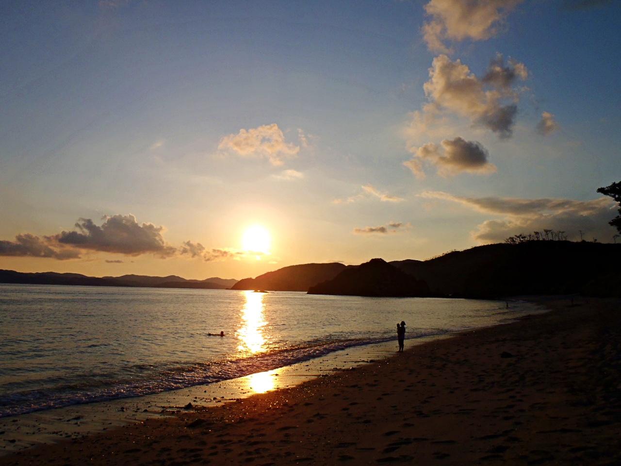 加計呂麻の海に沈む夕日