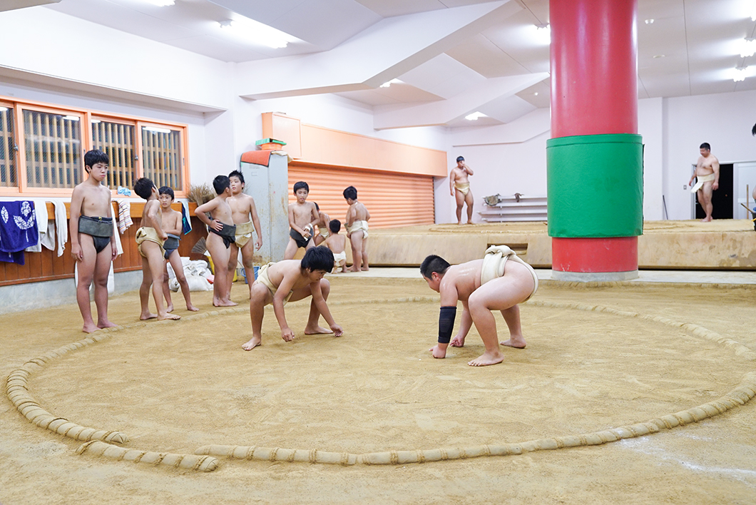 住用相撲クラブ:取組風景