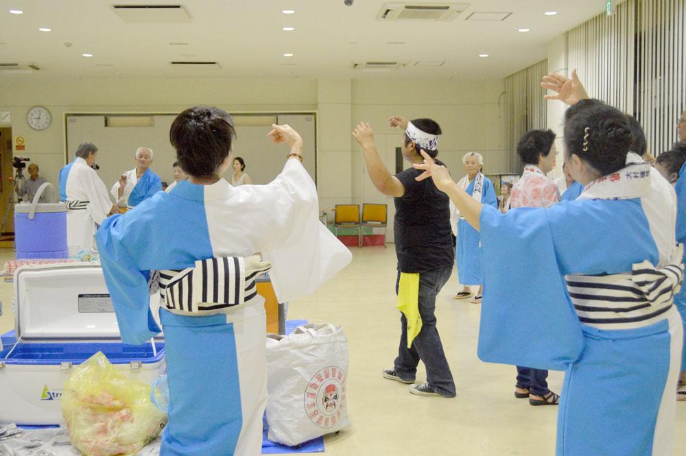 奄美市住用町川内郷友会八月踊り