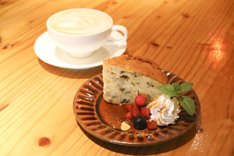 ponoponoケーキ&カフェラテ