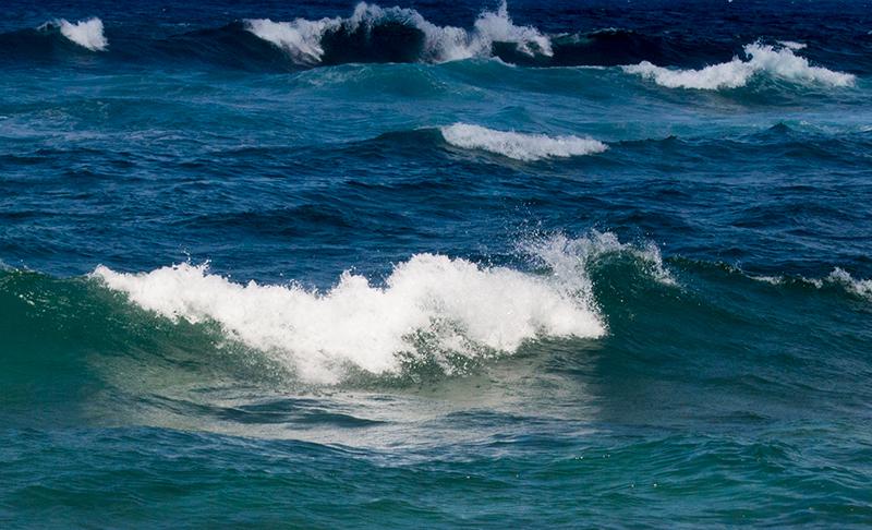 波立つ荒海