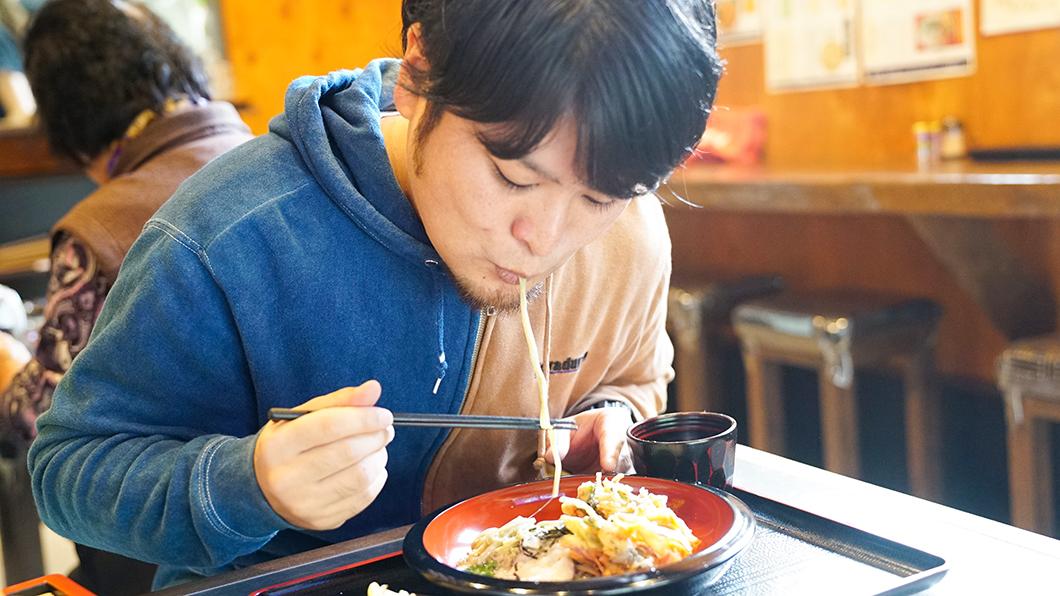 奄美市住用のそば屋つむぎ庵で昼食