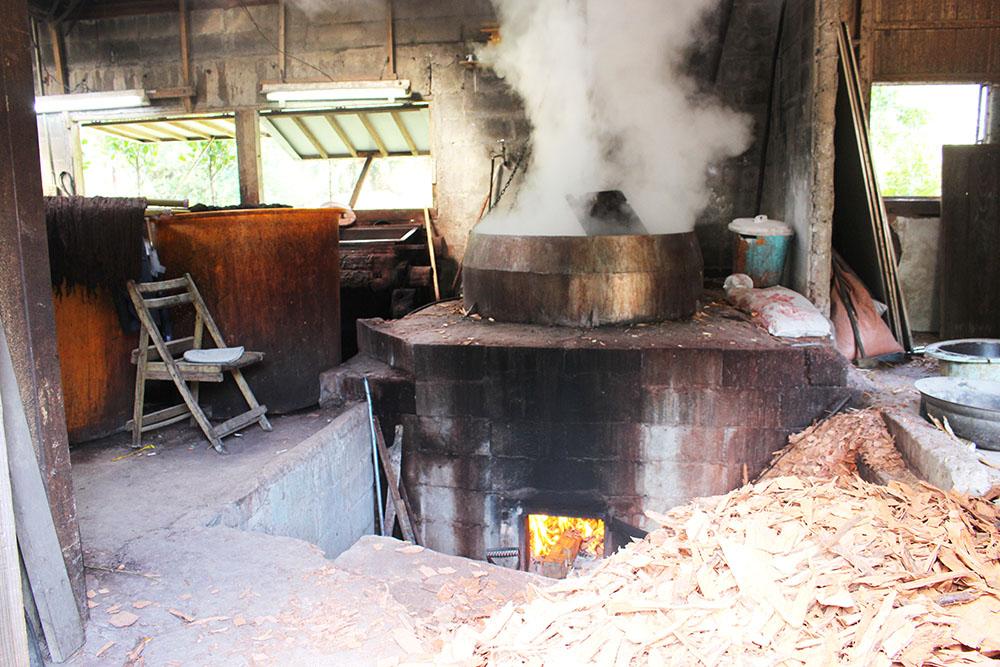 金井工芸の大きな釜