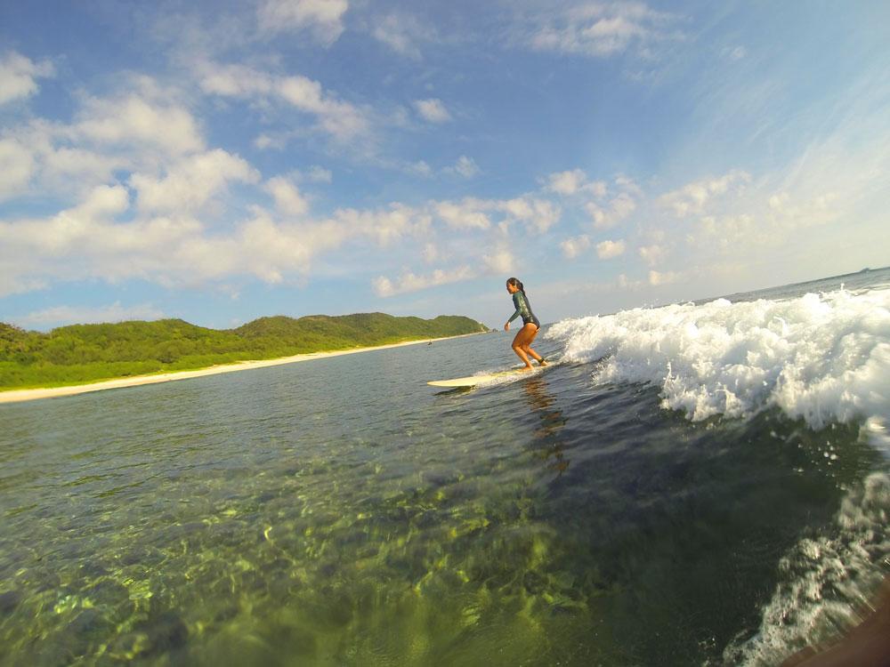 奄美の女性サーファー:Can'nen Surf