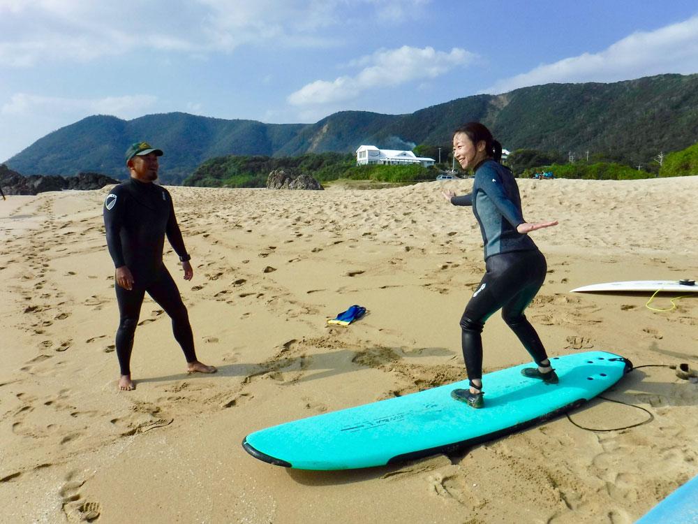 奄美でサーフィンを体験:GREENHILL