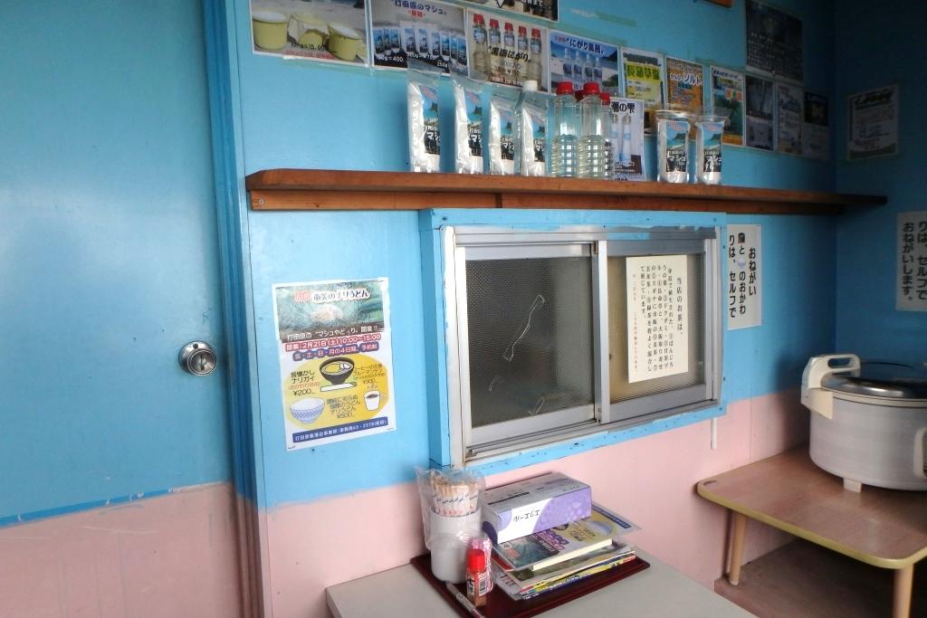 奄美の打田原工場内にある飲食ブース