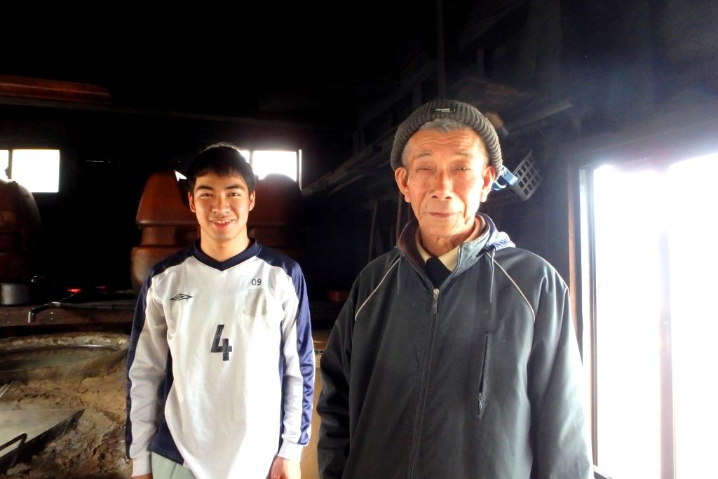 奄美笠利町にある打田原工場の和田さんと平さん