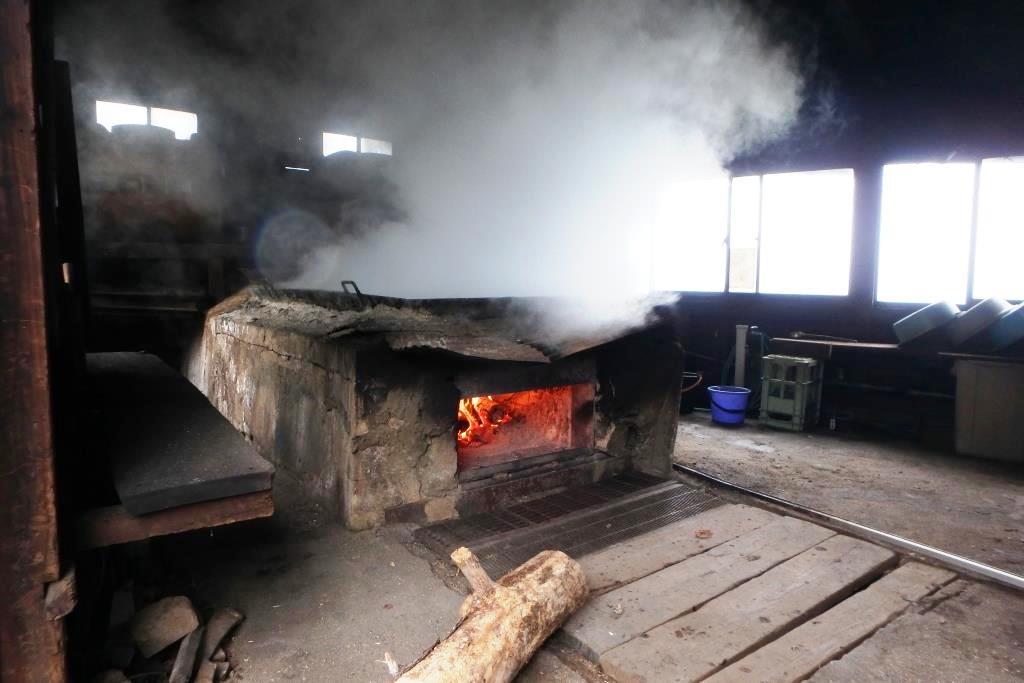 奄美打田原ビーチ前にある工場内にある塩釜