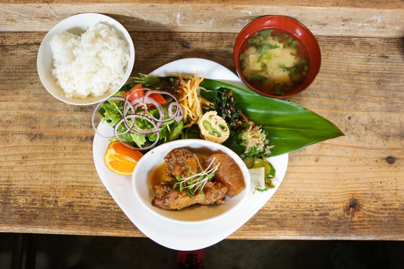 加計呂麻島にあるかなめちゃん日替わり定食
