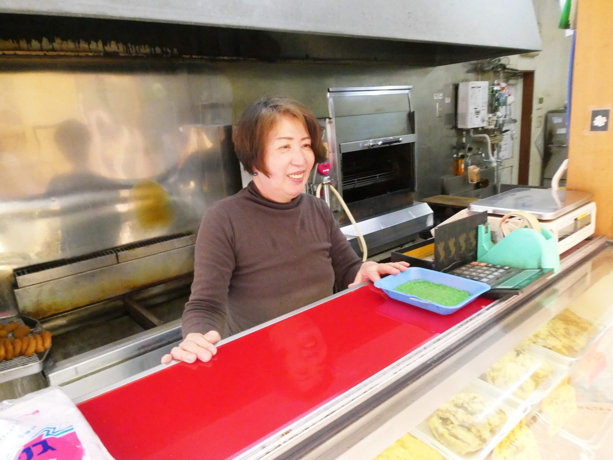 奄美にある松坂屋の女将松井さんと女性
