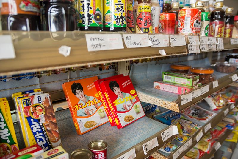 商店の商品が並んでいる写真sanisyouten-1