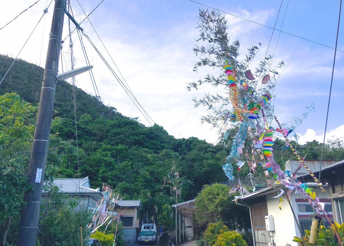 奄美のお盆の七夕飾りを一週間飾る写真IMG_1904