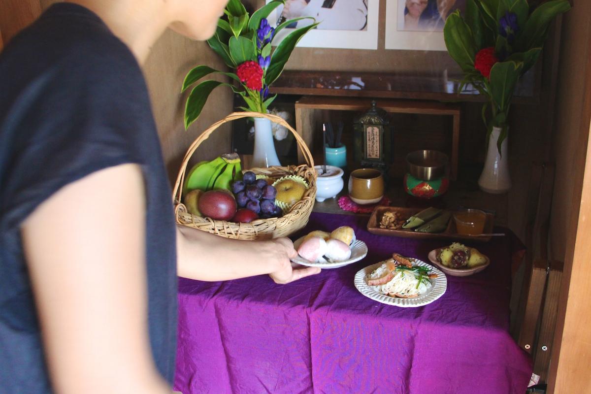 奄美のお盆迎えたあとは一緒に食事をする写真IMG_7463