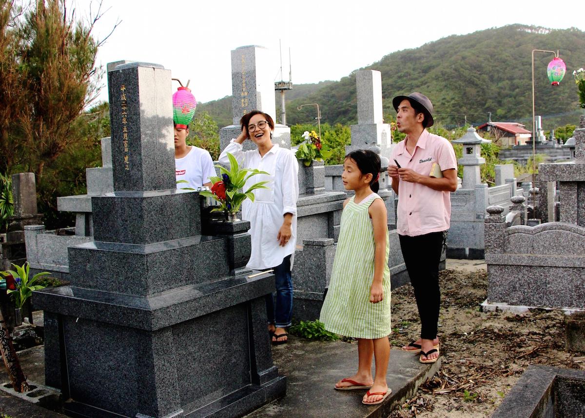 奄美のお盆の迎え盆お墓に迎えに行く写真IMG_7589
