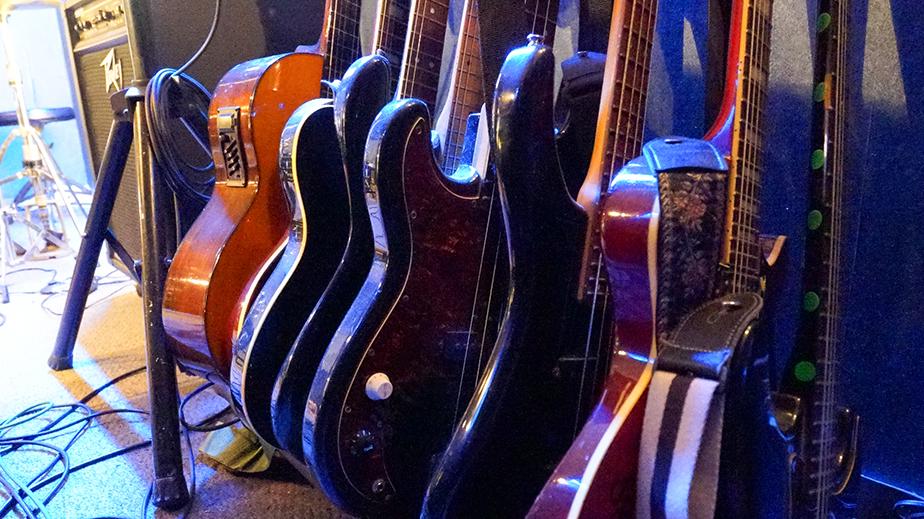 奄美大島LIVE BAR MA・YASCOの楽器
