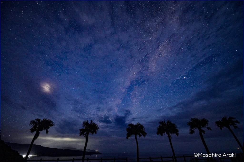 大浜海浜公園のサンセットポイントから見える天の川の写真P002_03