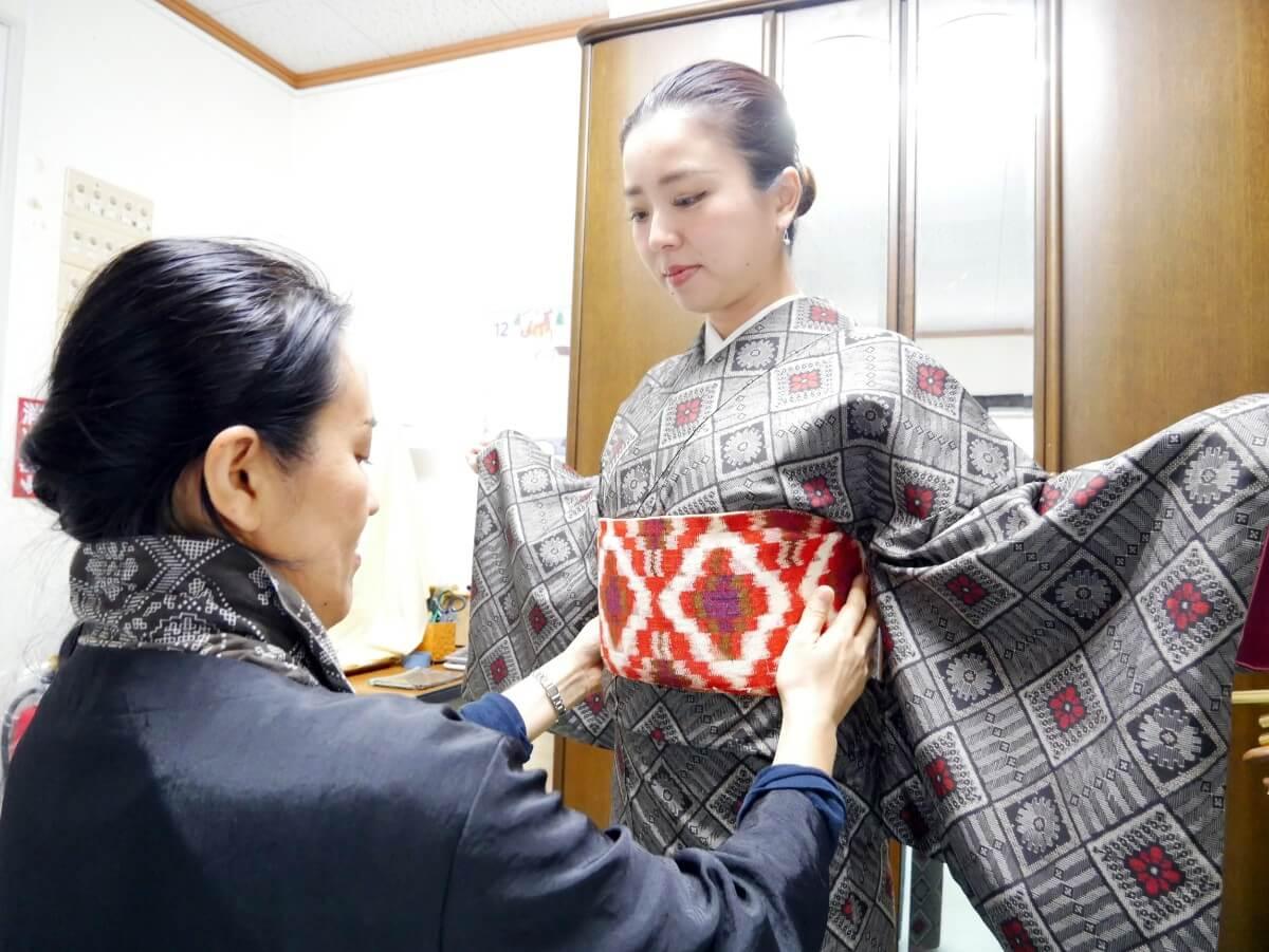【最大5万円の助成金がもらえる!】奄美大島でお得に「本場奄美大島紬 着付体験」を体験しよう!