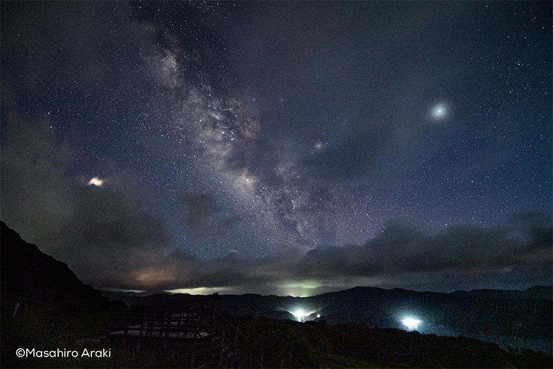 峰田山から見る天の川B84F5F09-372C-49E8-9BF3-2B49D5DD8F6Dのコピー