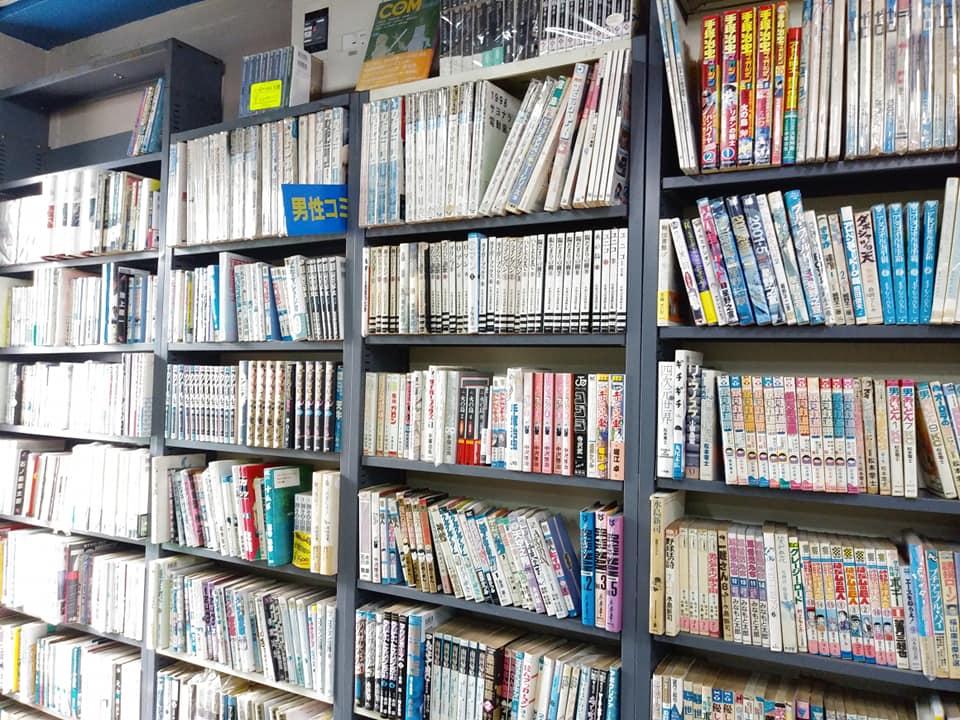 あまみ庵店内のコミックコーナー