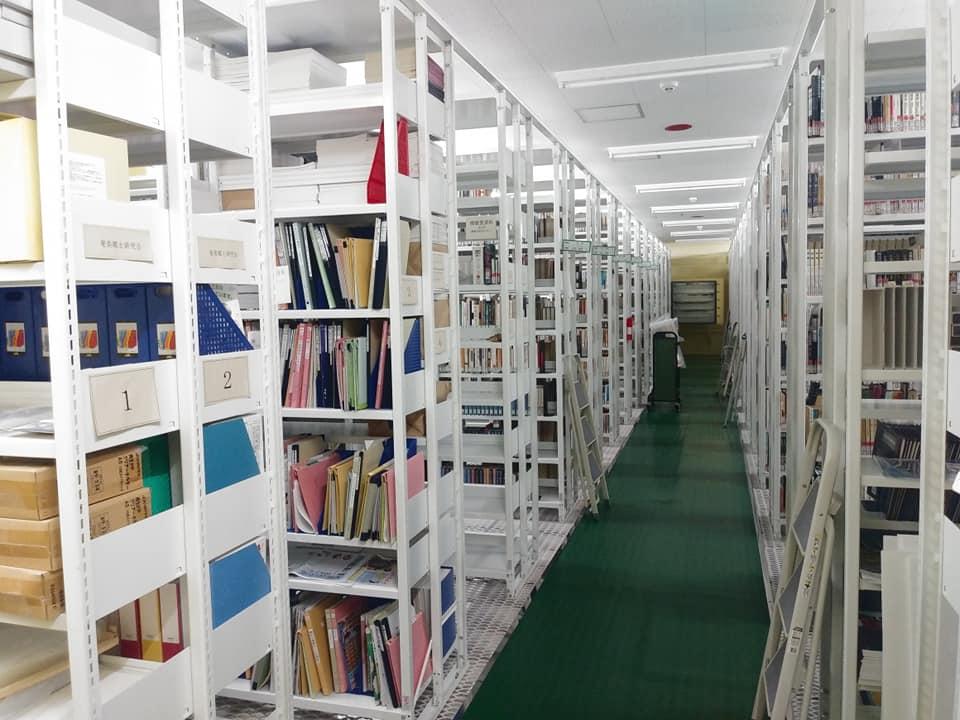 鹿児島県立奄美図書館の書庫