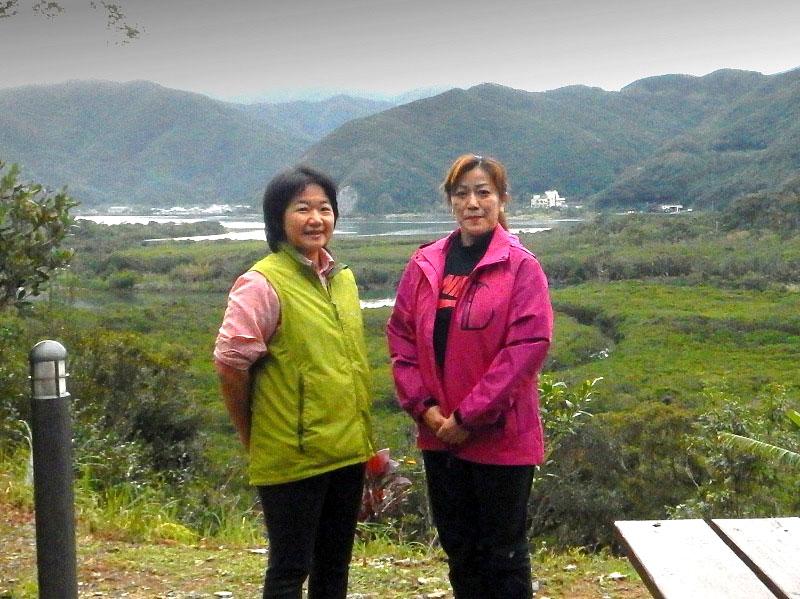 奄美マングローブ茶屋 ポートレート 女性二人