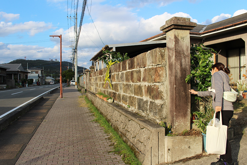 集落の門柱や石垣