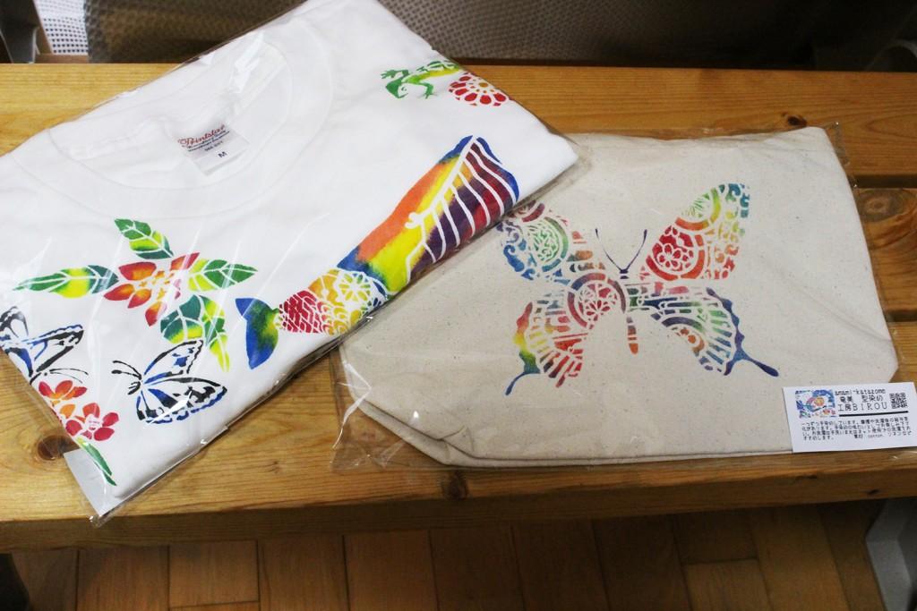 型染め体験完成品のTシャツとバッグ