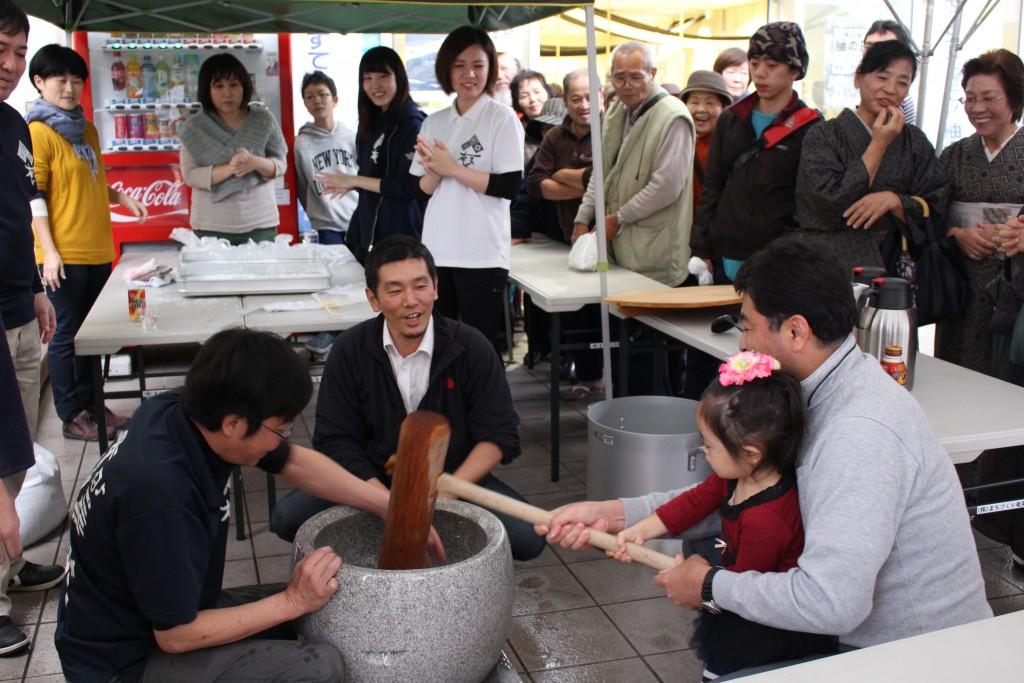 AiAi広場での餅つき