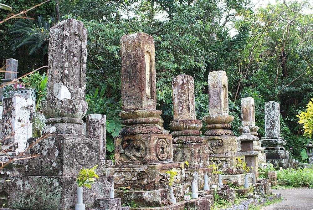 市集落の墓地にある「住(すみ)家の墓」